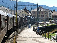 Le train arrive à Couvet